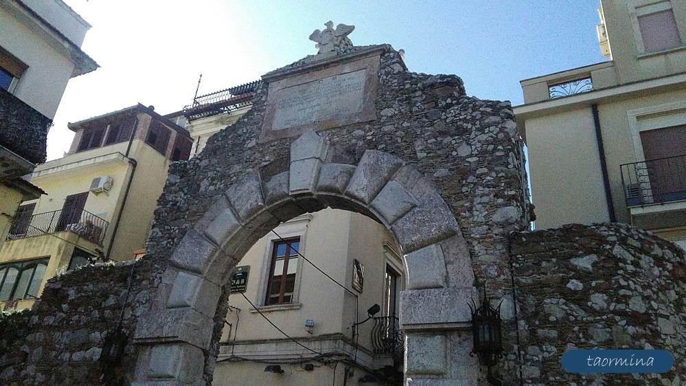 Porta Messina - Taormina