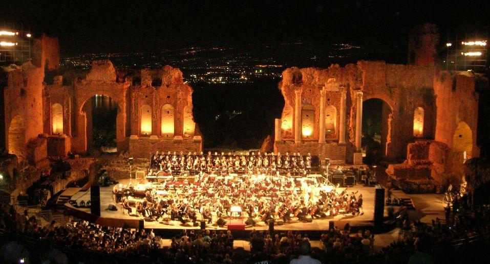 Teatro-greco-taormina-spettacolo-hotel-kennedy-copyright1